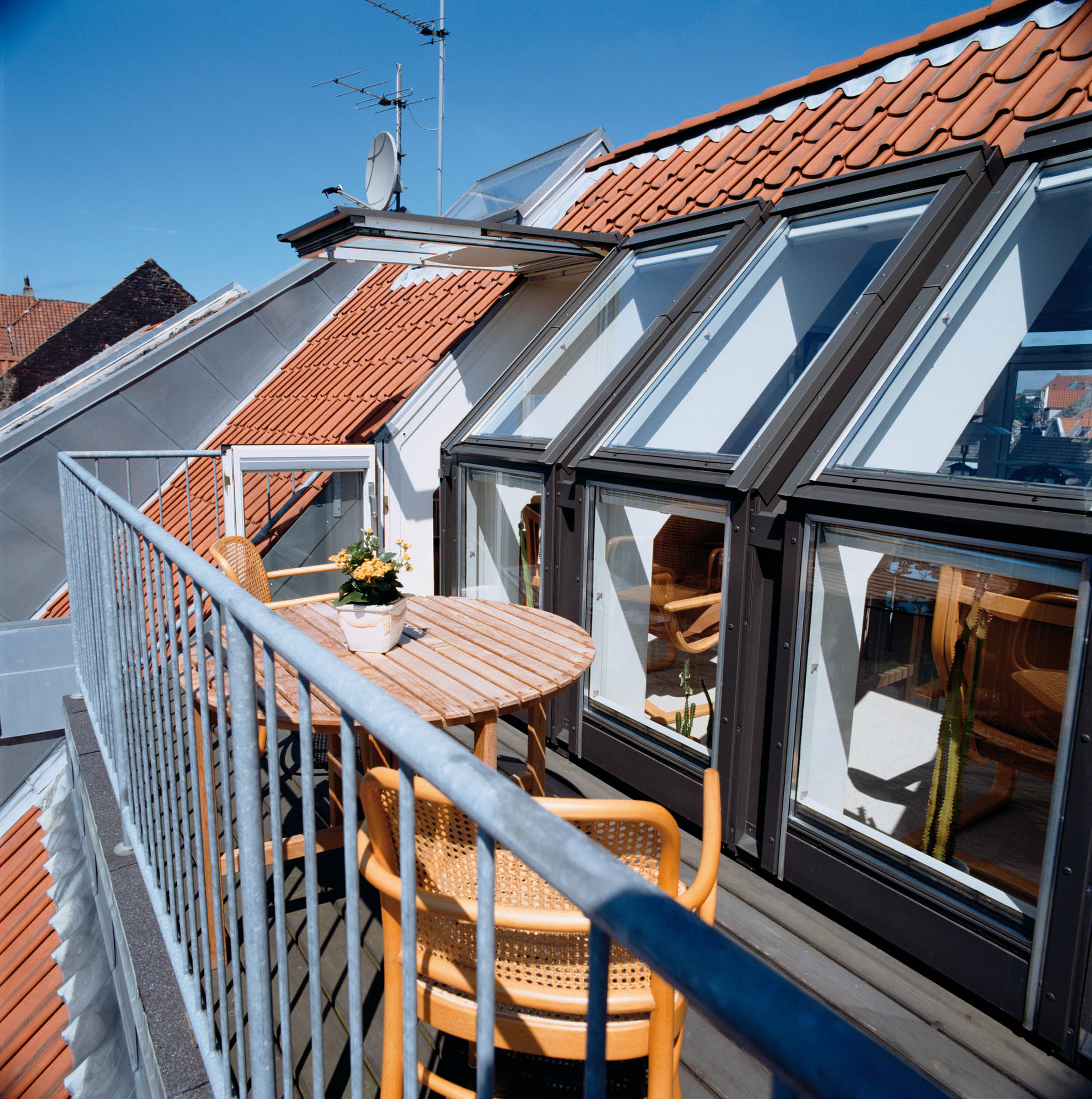 Awesome examples of the balcony roof window - interior desig.
